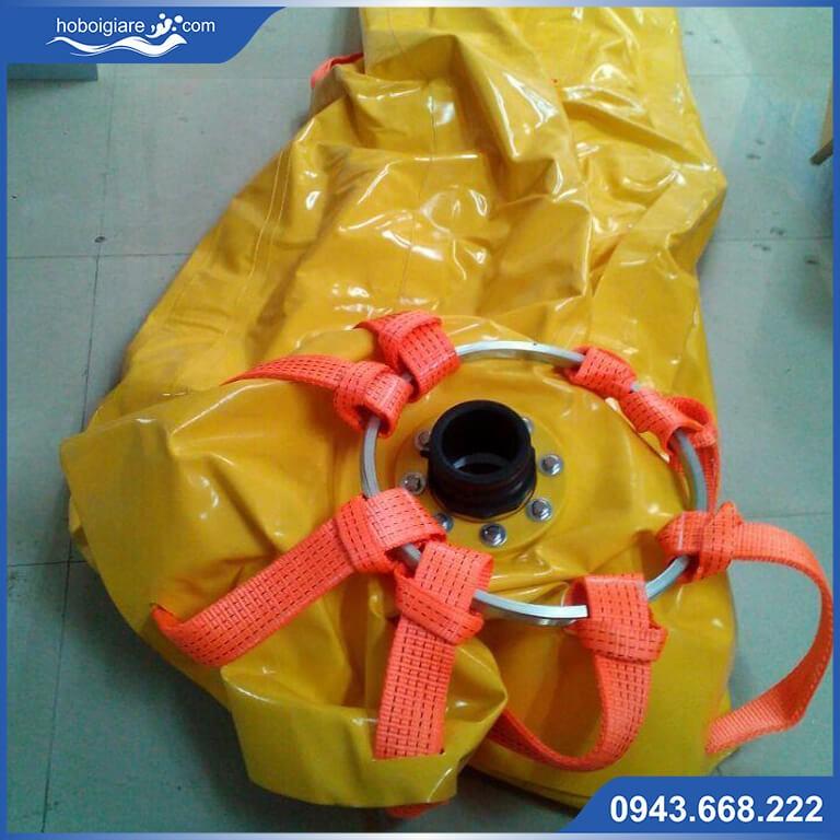 Túi chứa nước có mặt bích thoát nước.