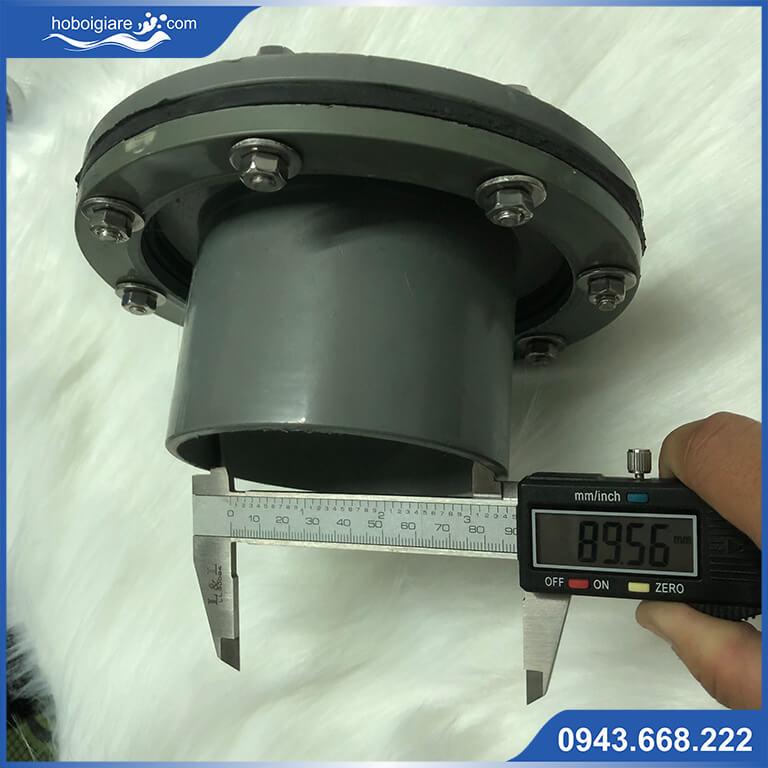 Đường kính để gắn van xả nước là ống kích thước thường là Ø60, Ø90, Ø114