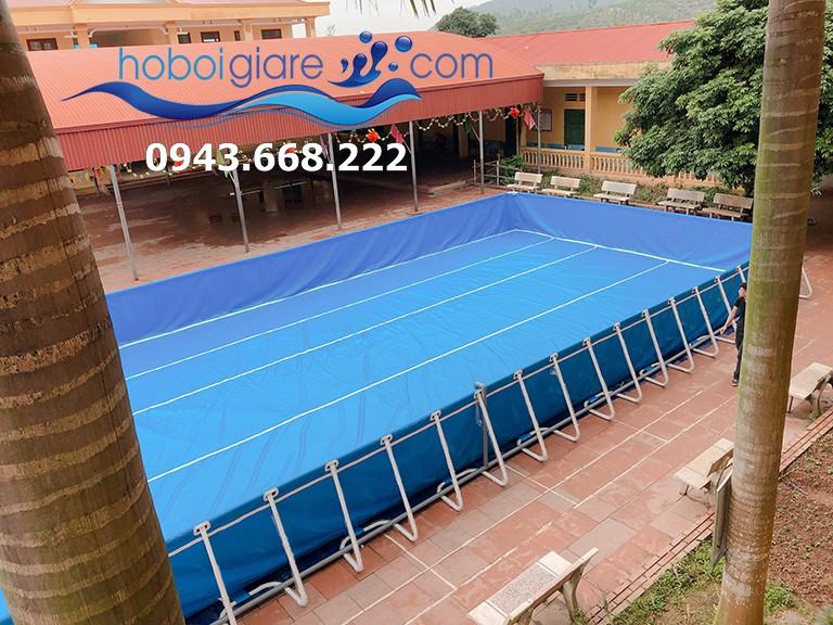 bể bơi có sức chứa khoảng 40 người